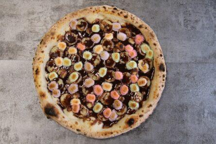 Пицца с nutella(r), бананом и маршмелоу
